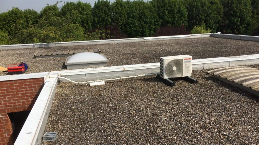 Groupe exterieur PAC air-air sur toiture